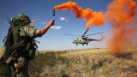 Un militar ruso durante los ejercicios.