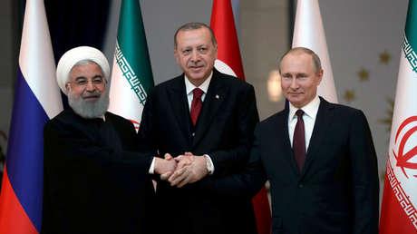 Los presidentes Hasán Rohaní de Irán, Tayyip Erdogan de Turquía y Vladímir Putin de Rusia en Ankara, Turquía el 4 de abril de 2018.