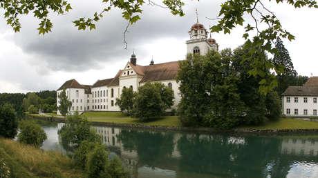 Vista del monasterio de Rheinau, a las orillas del río Rin