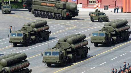 Sistemas antiaéreos rusos S-400  durante el desfile del Día de la Victoria en Moscú, el 9 de mayo de 2015.