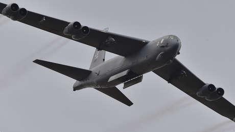 Un bombardero B-52, durante un espectáculo aéreo en Melbourne, Australia, el 27 de febrero de 2015.
