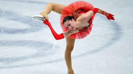 La rusa Zaguítova bate el récord mundial en el programa corto de patinaje artístico en Alemania