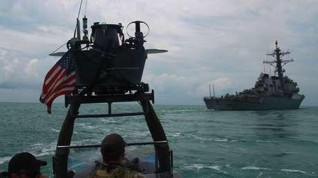 Operadores navales de EE.UU. realizan un entrenamiento en las costas de Ucrania, el 13 de julio de 2017.
