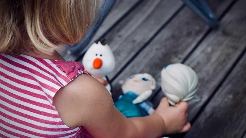 Niña enfrenta a ladrones armados después de que robaron a su padre