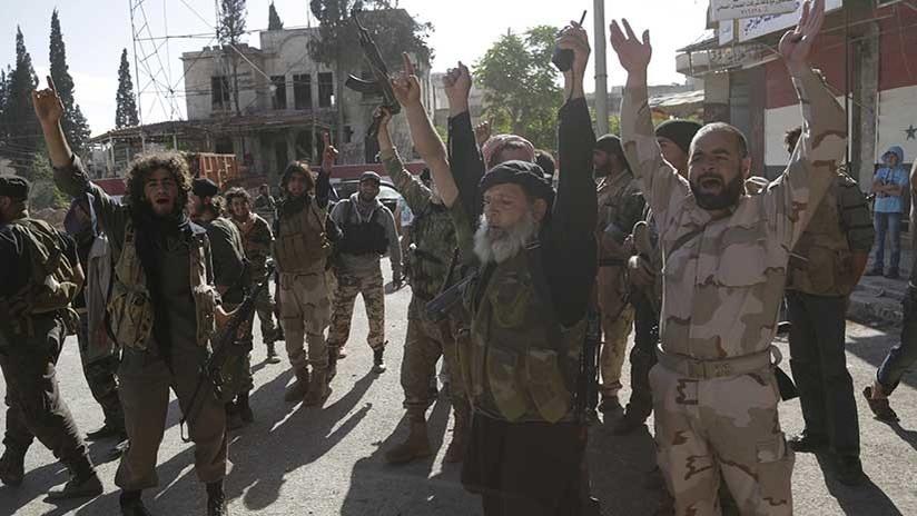 Reportan que Al Nusra acepta disolverse y promete abandonar Idlib presionado por Turquía