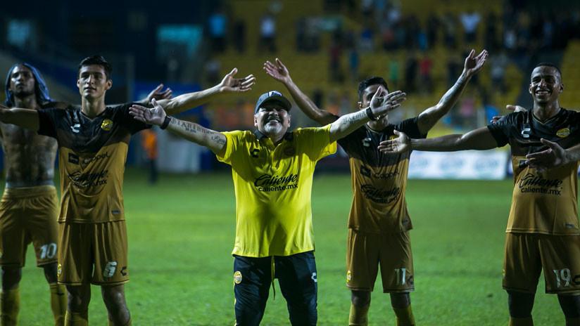 VIDEO El baile viral de Diego Maradona tras la victoria de su equipo de fútbol conquista la Web