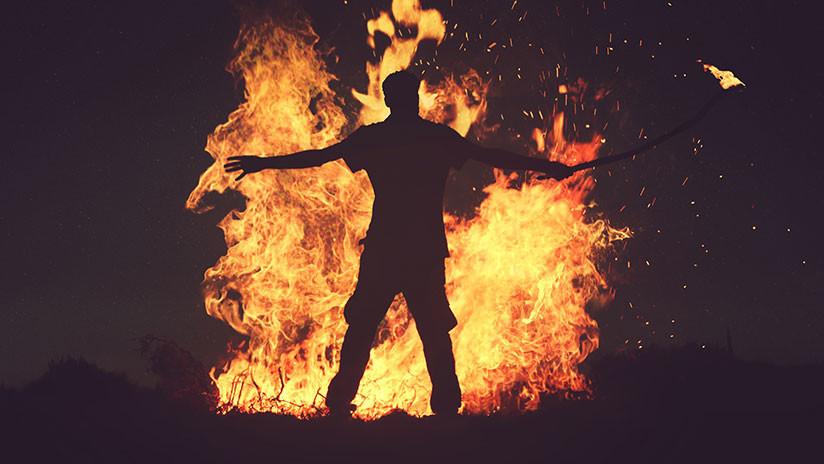 800 personas queman vivo a un supuesto ladrón