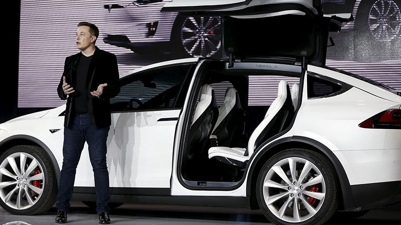 Elon Musk se cachondea de la SEC