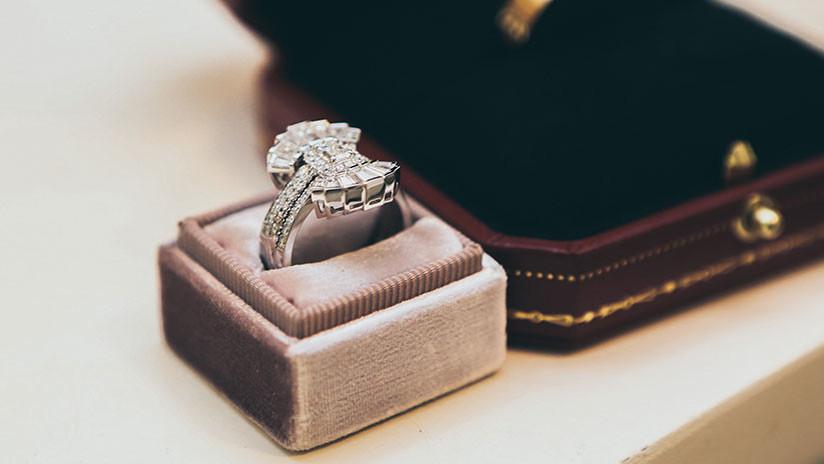 VIDEO: Turista se traga un anillo de diamantes de 40.000 dólares robado de una joyería