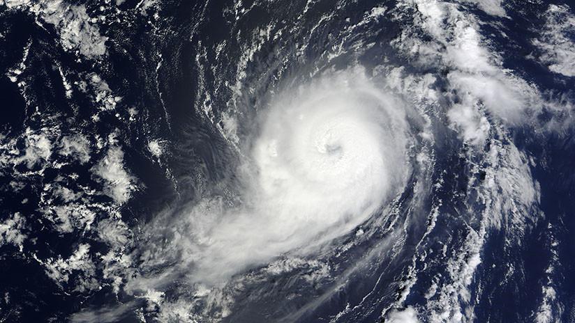Tormenta tropical Michael está a punto de convertirse en huracán y se abre paso entre México y Cuba