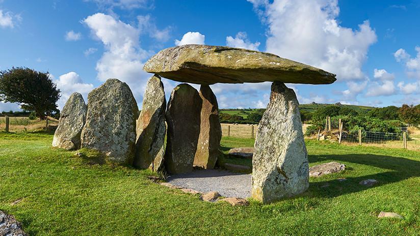 FOTOS: Estropean con grafitis uno de los sitios prehistóricos más famosos de Gales
