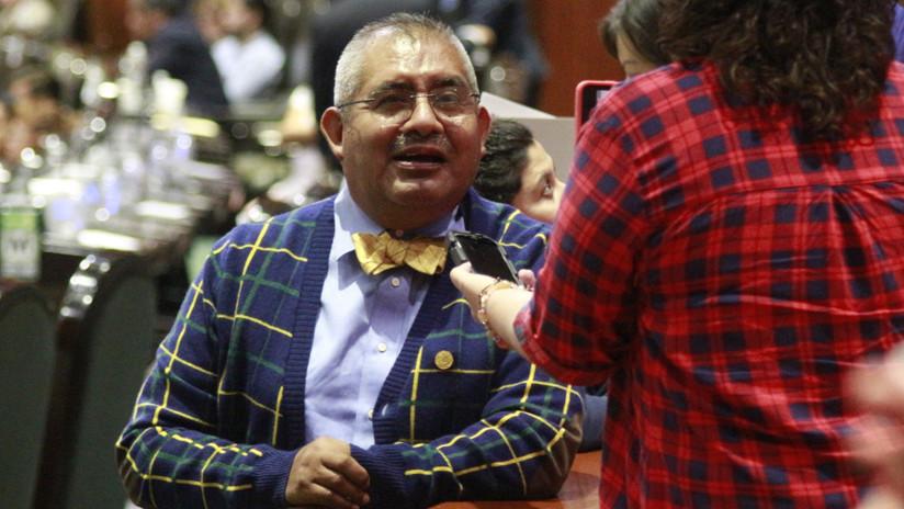 Un diputado mexicano se justifica por dormirse durante la sesión y la Red no se lo perdona