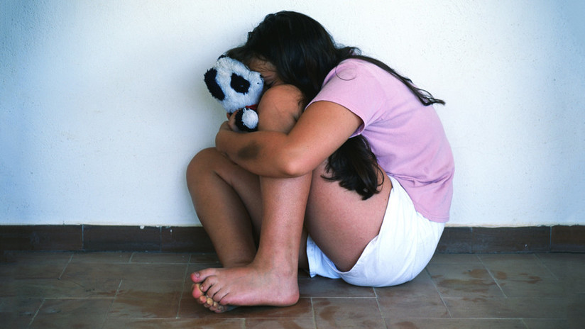 Condenan a 22 años a un hombre que abusó más de 700 veces de sus cinco hijas adoptivas