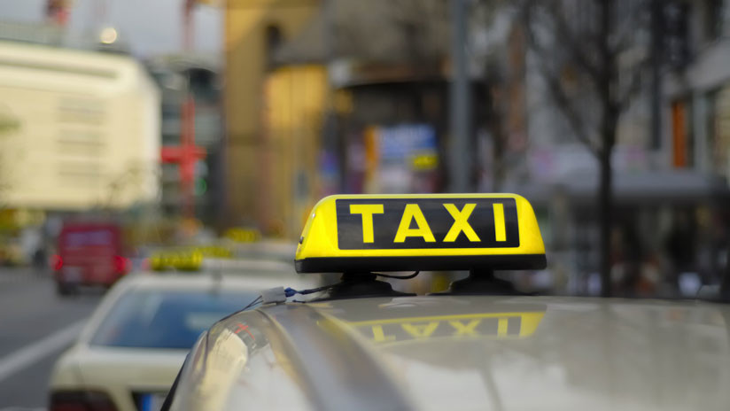 VIDEO: Un taxi arrastra a una mujer en las calles de Ciudad de México