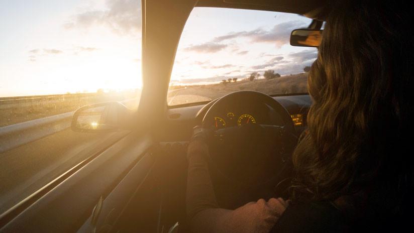 Una joven modelo sufre muerte cerebral al recibir un impacto de bala al volante