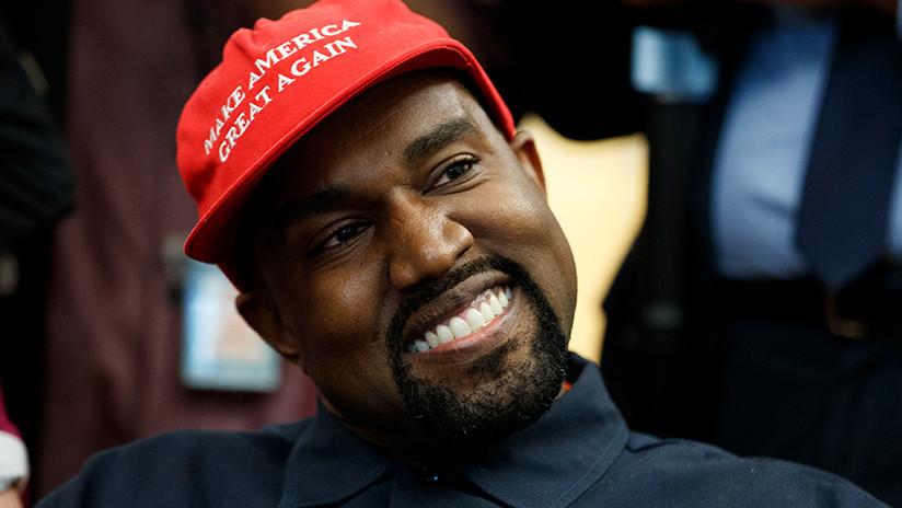 """""""¿Fue EE.UU. grande alguna vez?"""": Kanye West habla sobre Trump subido a una mesa de una tienda Apple"""