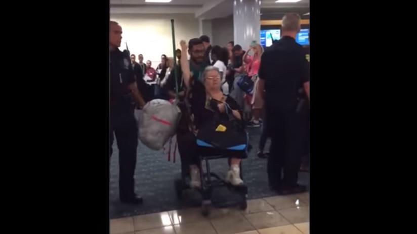 VIDEOS: Desalojan un avión por una pasajera que llevaba una ardilla como animal de apoyo emocional