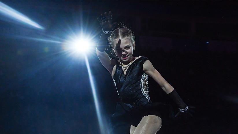 La joven patinadora rusa de 14 años establece un nuevo record mundial al superar su propia marca