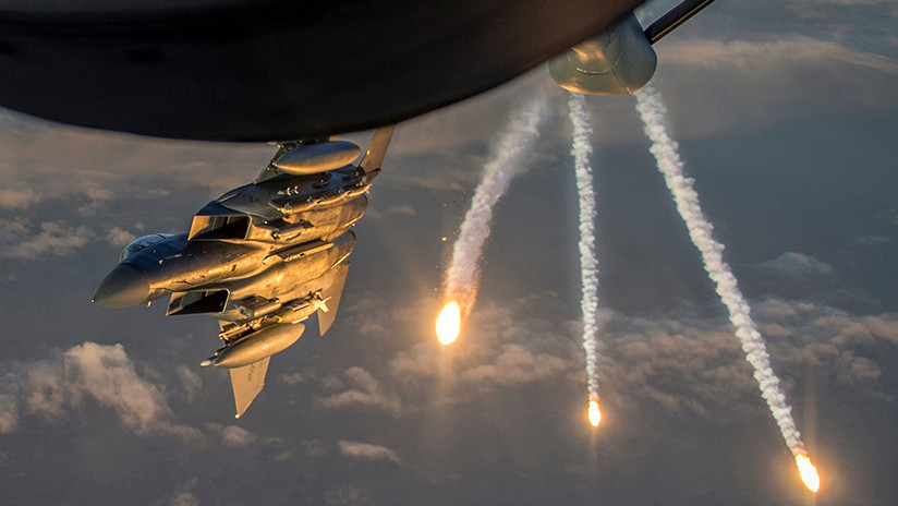 SANA: La coalición internacional bombardea la provincia siria de Deir ez Zor con fósforo blanco