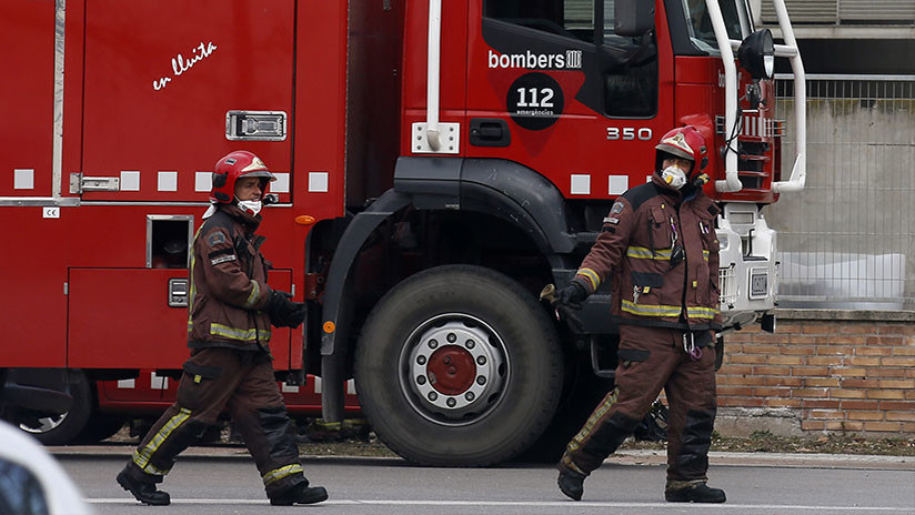 Hospitalizan a 18 personas por un incendio en un bloque de pisos en Barcelona