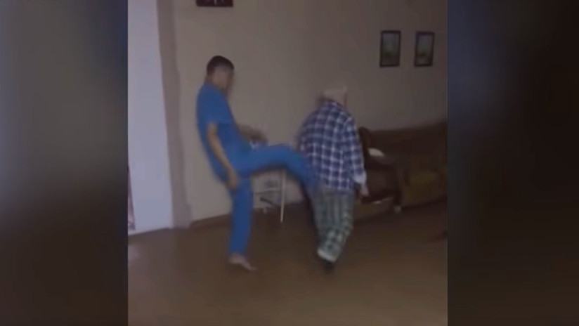 Indignación en la Red: Enfermeros golpean a un paciente en hospital psiquiátrico de Rusia (VIDEO)