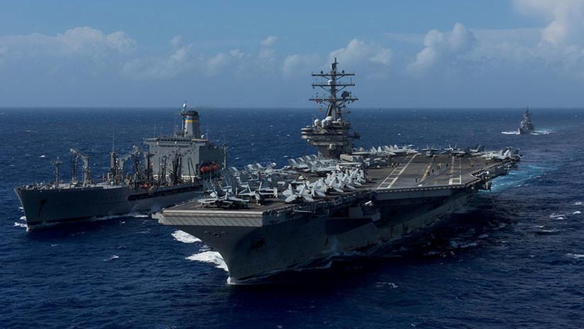 Un helicóptero de EE.UU. se estrella contra el portaviones militar USS Ronald Reagan