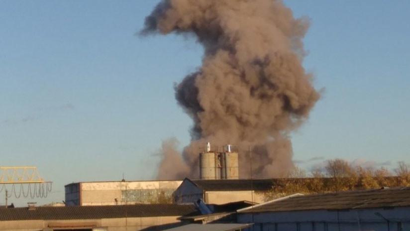 FOTO, VIDEO: Explosión de pirotecnia en una fábrica próxima a San Petersburgo