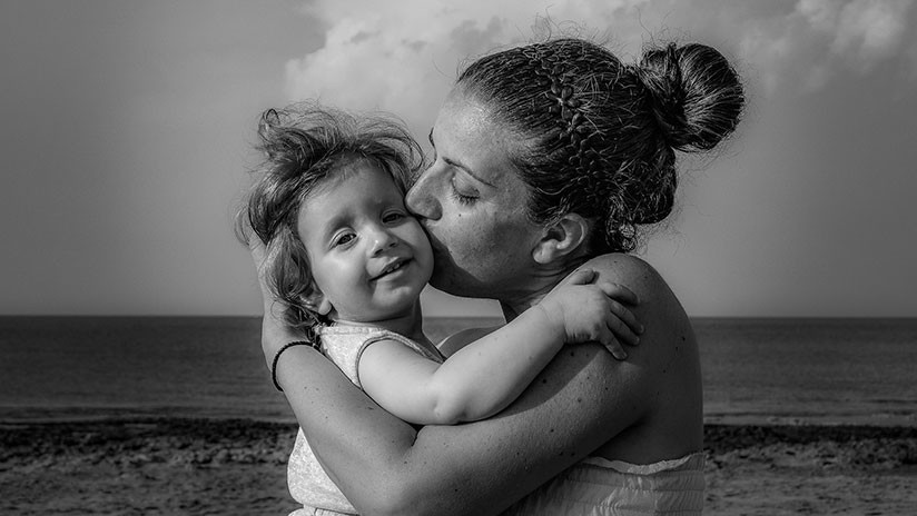 """""""Mi papá es un malvado"""": Niña de 6 años salva a su mamá de un abuso doméstico """"satánico"""""""