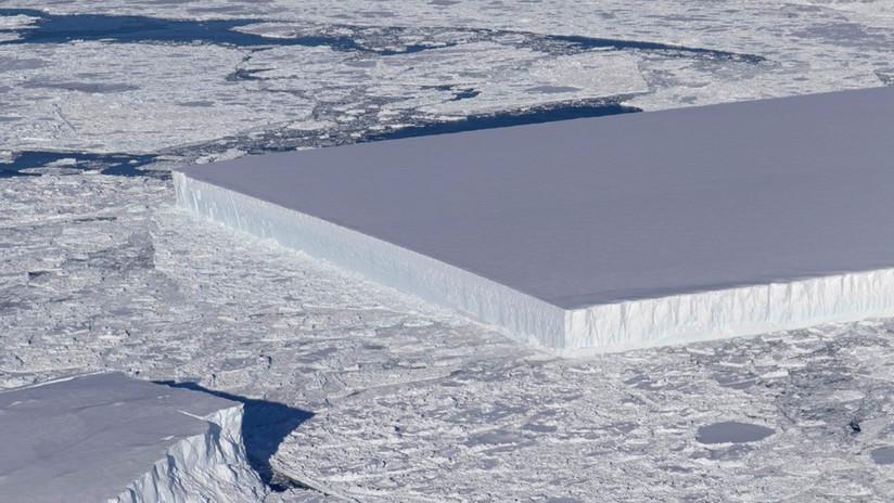 FOTO: La NASA halla un extraño iceberg perfectamente rectangular