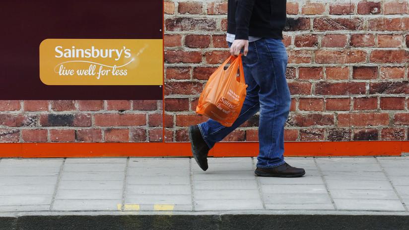 """""""¡No perteneces a este lugar!"""": Jubilado insulta a un guardia negro en una tienda en Londres (VIDEO)"""