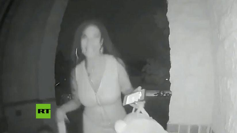 VIDEO: Toca el timbre, sonríe y abandona corriendo un niño de 2 años en la puerta de una casa