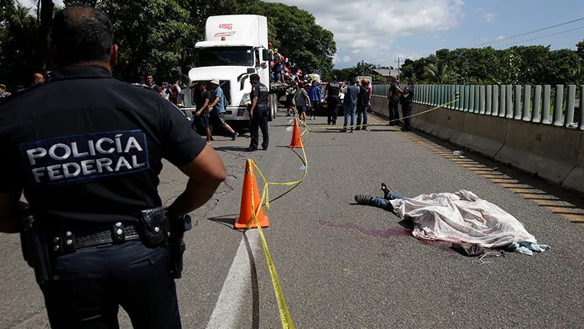 Miembro de la caravana de migrantes que va hacia EE.UU. muere al caer de un camión en México