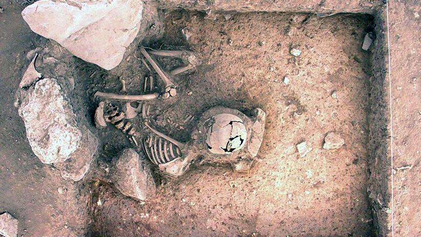 Descubren en Perú entierros humanos de tres mil años de antigüedad