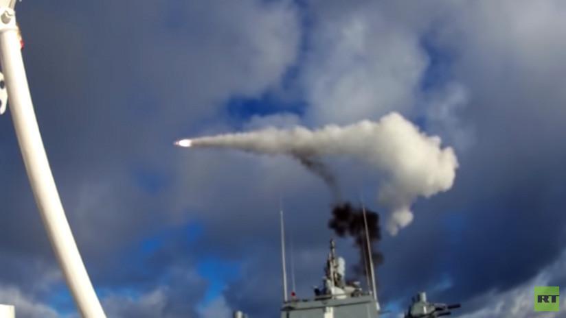VIDEO: Misiles antiaéreos de moderno buque ruso destruyen varios objetivos en el mar de Barents