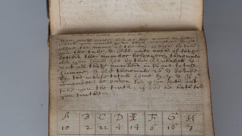 """Subastan por 28.000 dólares un antiguo manuscrito mágico que hace a las mujeres """"desnudarse"""""""