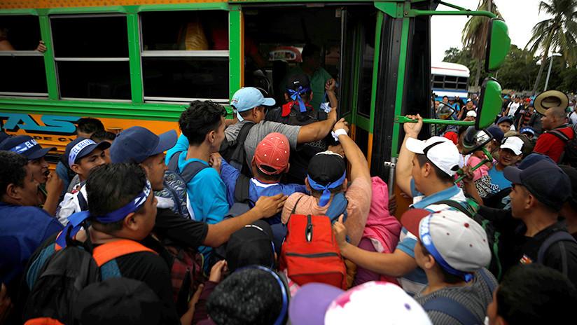 Una nueva caravana de migrantes se forma en El Salvador y sale rumbo a EE.UU.