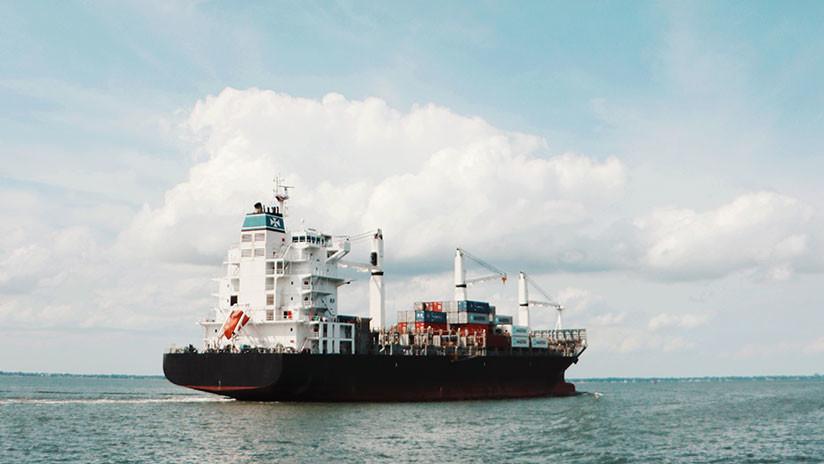 Piratas atacan un carguero y secuestran a 11 tripulantes frente a las costas de Nigeria