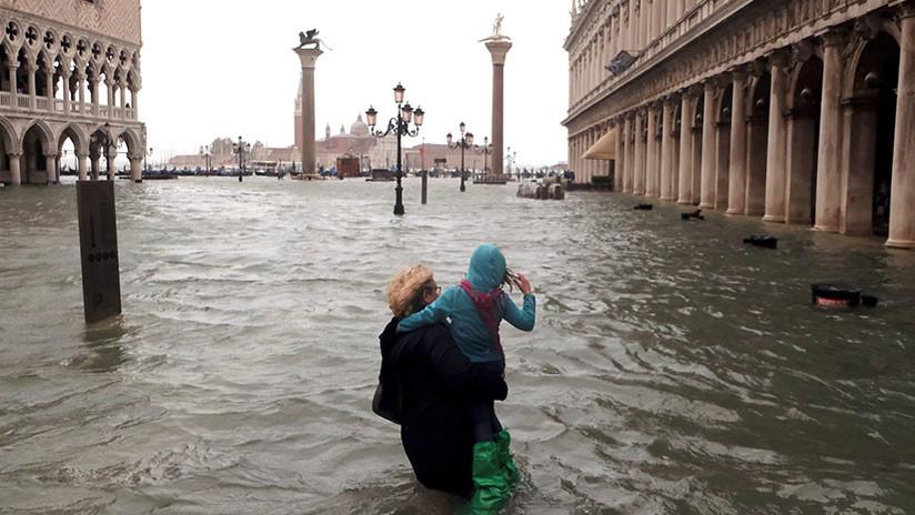 Resultado de imagen de excepcional marea alta deja el 75 % de Venecia bajo el agua