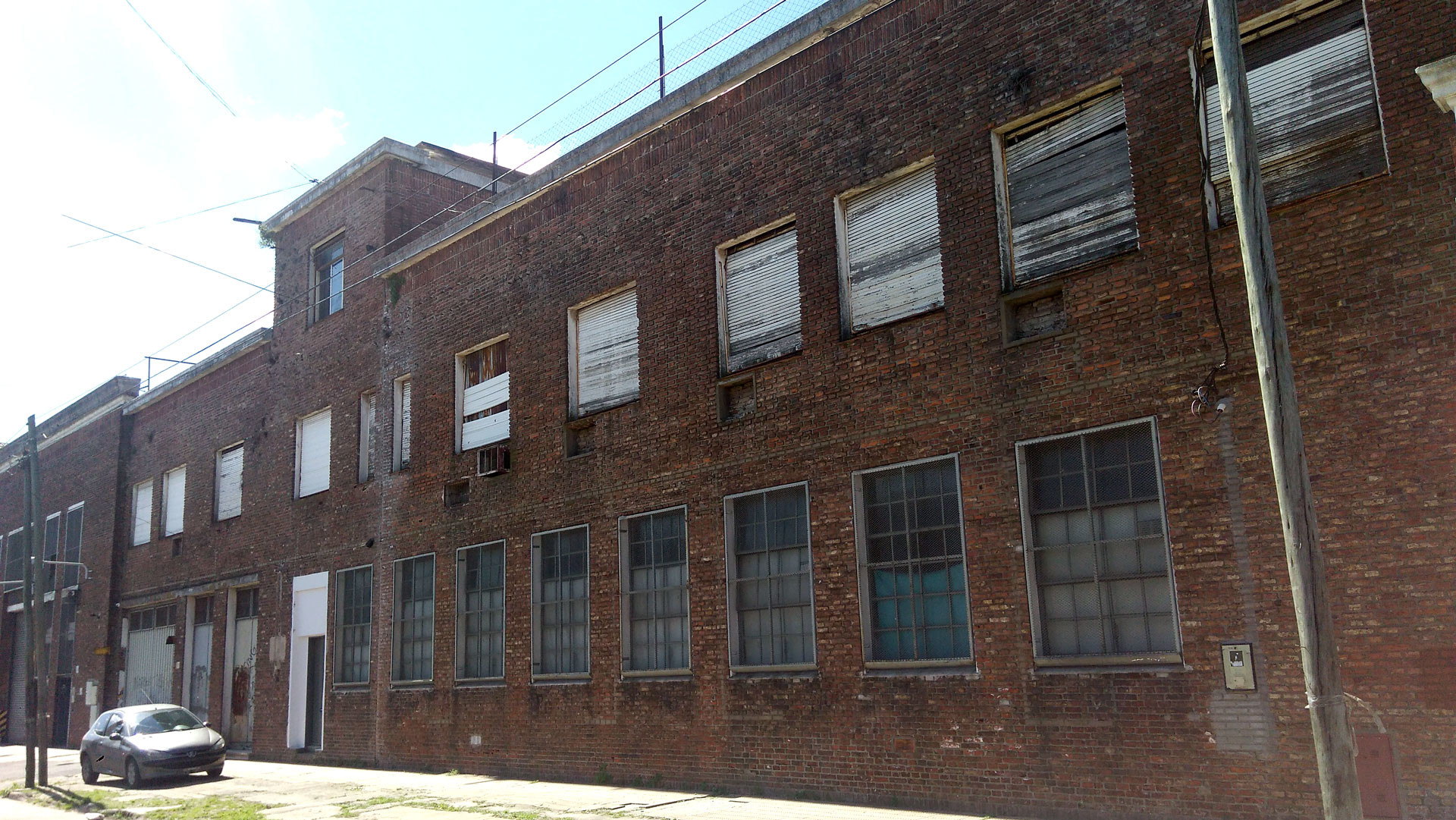 """""""La próxima semana me quedo sin nada"""": La crisis argentina en historias de despedidos de una fábrica"""