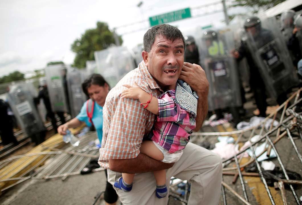 Varios miles de inmigrantes Hondureños rumbo a EEUU 5bca5b55e9180f87198b456f