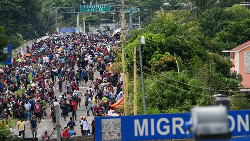 Migrantes al llegar a la frontera entre México y Guatemala. 19 de octubre de 2018. / Orlando Sierra / AFP