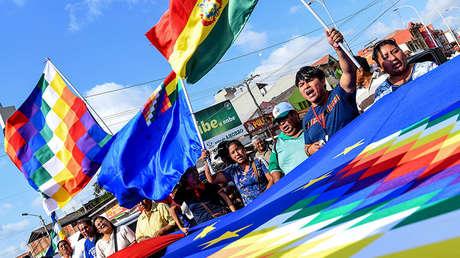 Bolivianos se manifiestan en Santa Cruz, Bolivia, 1 de octubre de 2018.