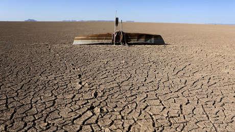 Río Poopó seco en el departamento de Oruro, al sur de La Paz, Bolivia.