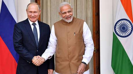 El presidente de Rusia, Vladímir Putin, y el primer ministro indio, Narendra Modi, en Nueva Deli