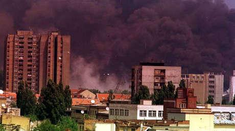 Consecuencias del bombardeo de la OTAN, Novi Sad, antigua Yugoslavia (hoy Serbia), 1999.