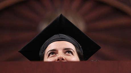 Graduada en la Universidad del Nordeste, Boston, Massachusetts, EE.UU..