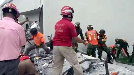 VIDEOS: Derrumbe en México deja tres muertos y al menos ocho personas atrapadas