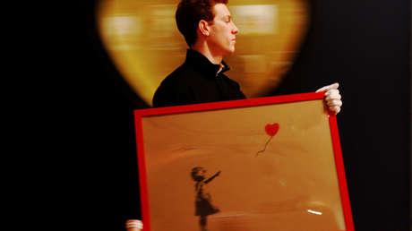 La compradora del cuadro de Banksy que se autodestruyó planea conservar sus restos