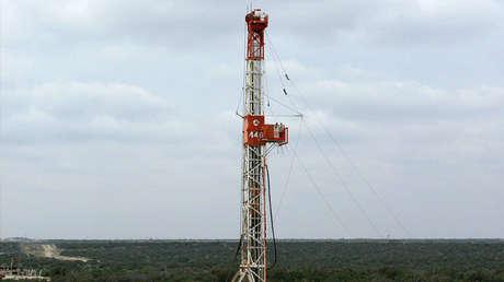 Perforación de un pozo en una plataforma petrolífera de la Cuenca Pérmica en Texas, Estados Unidos, el 29 de octubre de 2013.