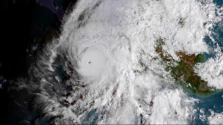 Una imagen del satélite GOES muestra al huracán Willa en el Pacífico oriental mientras se dirige a la costa de México, el 22 de octubre de 2018.